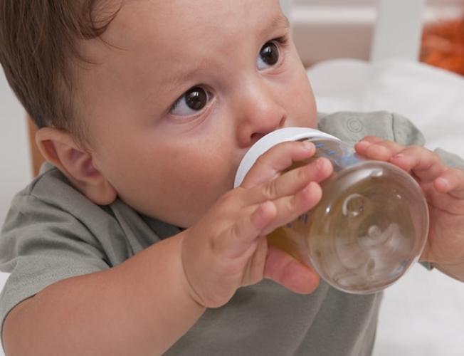 ab wann dürfen babys wasser trinken