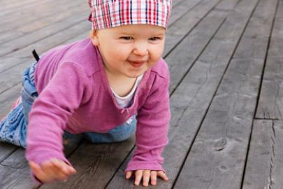 17363e7cc88054 Warum Krabbeln für Babys wichtig ist - urbia.de